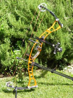 2010 Hoyt MAXXIS 35 Compound Bow *****EXCELLENT CONDITION
