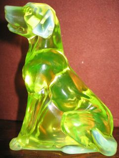 Vaseline opalescent glass Labrador Retriever paperweight uranium
