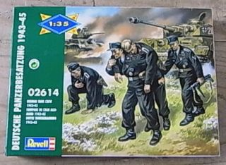 GU173 Revell Military German Tank Crew Soldier Set Kit WW2 1 35 MISB