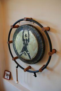 Fleetwood Mac, Mick Fleetwoods 36 Paiste Symphonic Gong, stand, wall