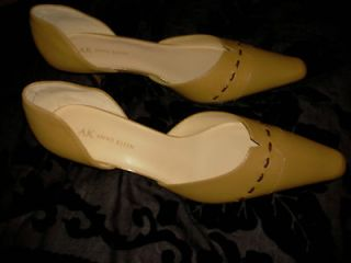 ANN KLEIN SHOES NEW IN BOX CARAMEL COLOR WITH BROWN STICHES. SIZE 8.5