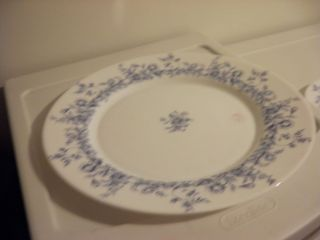 ARCOPAL FRANCE WHITE W BLUE FLORAL GLASS DINNER PLATE