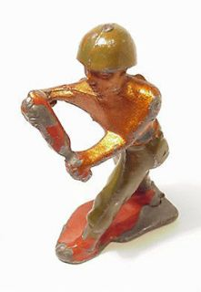 BRITAINS Lead toy soldier WW2 US Marine Army Mortar Man loader MADE in
