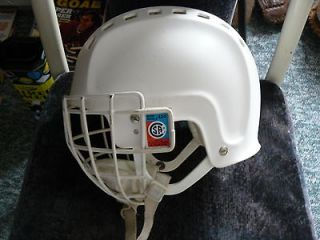 COOPER SK300 VINTAGE 1970S WHITE HOCKEY HELMET WITH CAGE