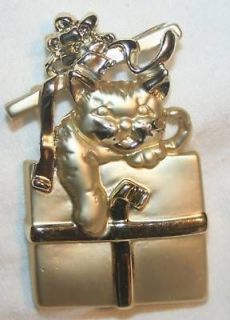 Handsome Goldtn AJC Christmas Kitty Cat Gift Brooch Pin