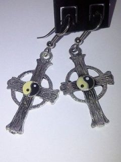 ying yang earrings in Jewelry & Watches
