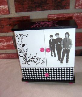 DISNEY  JONAS  ROCK STAR JEWELRY BOX 6 X 7 AGES 8+