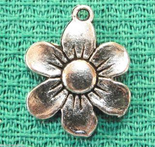 20 Tibetan Silver Daisy FLOWER Charms Pendants Tibet Jewelry Findings