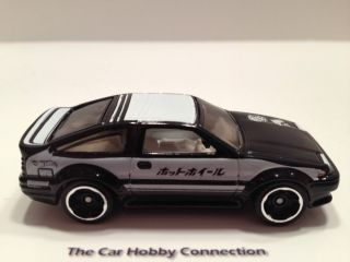 Hot Wheels 2013 New Models Toyota Corolla trueno AE 86 Scale 1 64