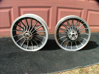 Harley Davidson FLH 16 Spoke Early Style Mag Wheels