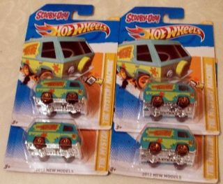 HOT WHEELS SCOOBY  DOO MYSTERY MACHINE LOT OF 4 2012 NEW MODEL FREE