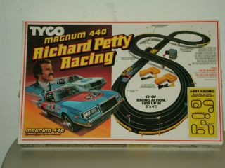 Vintage Slot Car Set `86 Tyco Magnum 440 Richard Petty Racing SEALED